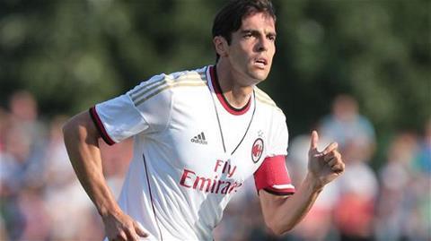 Kaka đeo băng đội trưởng Milan