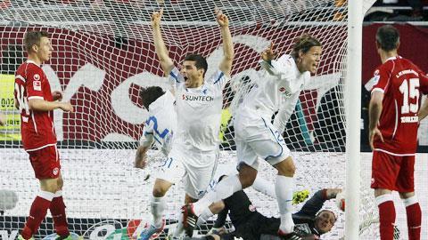 Hoffenheim (áo trắng) đang là đội có lối chơi tấn công vô tư nhất