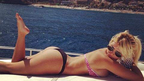 Vợ Maxi Lopez nóng bỏng với bikini hai mảnh