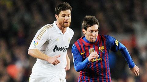 Messi (phải) và Alonso là hai ví dụ tiêu biểu cho chính sách phát triển giữa Barca và Real