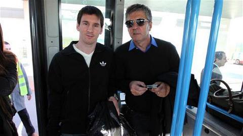 Jorge Messi (phải) khẳng định con trai ông không liên quan gì đến cáo buộc trốn thuế