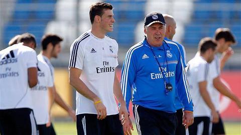 Bale và HLV Ancelotti trong buổi tập đầu tiên với Real Madrid