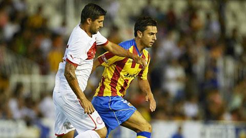 Đang thăng hoa, tân binh Postiga (phải) sẽ lại ghi bàn giúp Valencia giành trọn 3 điểm