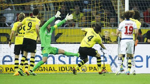 Dortmund (áo vàng) đã có màn hủy diệt các vị khách Hamburg