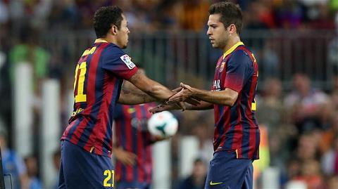 Alba phải sớm rời sân nhường chỗ cho Adriano