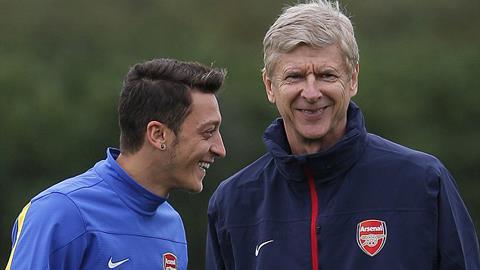 Oezil và HLV Wenger