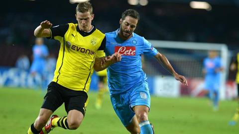 Napoli hạ gục Á quân Dortmund