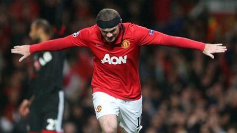 Rooney ăn mừng bàn thắng vào lưới Leverkusen