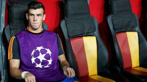 Chấn thương trong lúc khởi động khiến Bale phải làm khán giả ở trận Real đại thắng Getafe