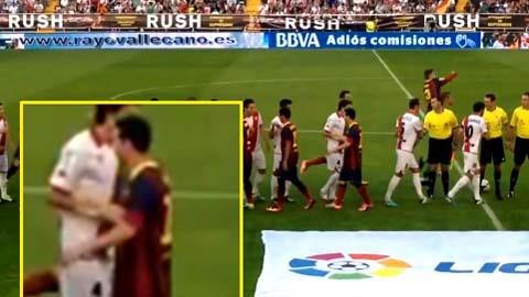 Baena và Messi không bắt tay nhau trong trận đấu giữa Rayo Vallecano và Barcelona