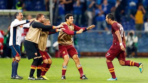 Tân binh Benatia (bìa phải) mở tỷ số trong chiến thắng 2-0 của Roma trước Sampdoria