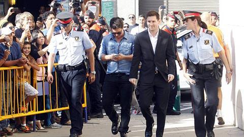 Messi tỏ ra rất bình thản khi tới trình diện trước tòa
