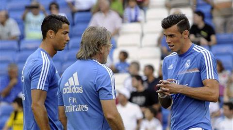 Bale (phải) được kì vọng sẽ gây đột biến trước đối thủ mạnh
