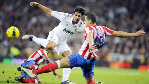 Khedira (áo trắng)và đồng đội sẽ gặp khó khăn thực sự dù được đá sân nhà