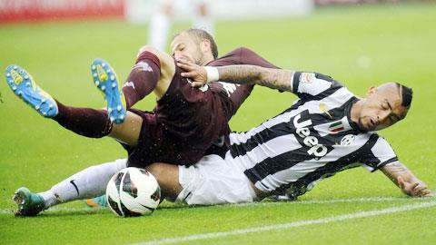 Torino (trên) liệu có phá được dớp 18 năm không thắng tại derby Turin?