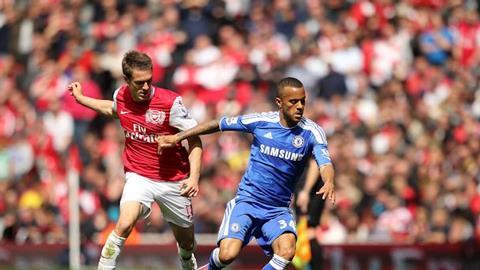 Được trao cơ hội đá chính, Ryan Bertrand (phải) cùng đồng đội sẽ đánh bại dàn sao trẻ của Arsenal