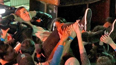 Torres rảnh rỗi đi đóng quảng cáo giày