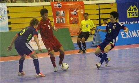ĐT Nhật Bản (phải) đã xuất sắc vượt qua Thái Lan. Ảnh: Đình Thảo.
