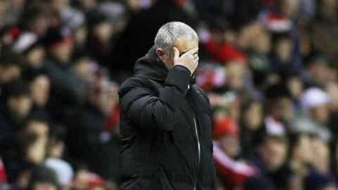 """HLV Jose Mourinho đang dùng """"khổ nhục kế""""?"""