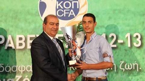 Juventus đã có Grigoris Kastanos (phải)