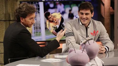 Iker Casillas (phải) vừa đưa ra tuyên bố rõ ràng về tương lai ở Real