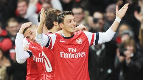 Ông già Noel sẽ trao ngôi đầu cho Liverpool, Chelsea hay nó vẫn thuộc về Arsenal?