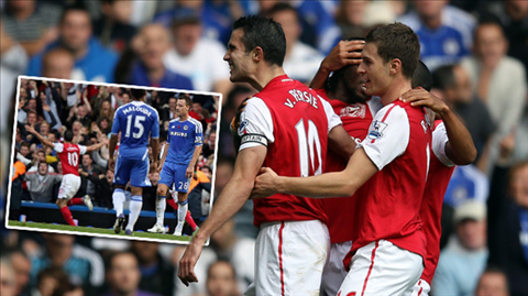 Van Persie lập hat-trick giúp Arsenal hạ gục Chelsea