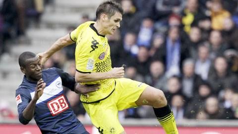 Dortmund (phải) sẽ phải thi đấu với đội hình chắp vá
