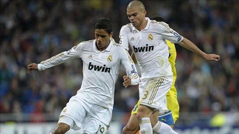 Mất Varane (trái) và Pepe là tổn thất không nhỏ cho Real