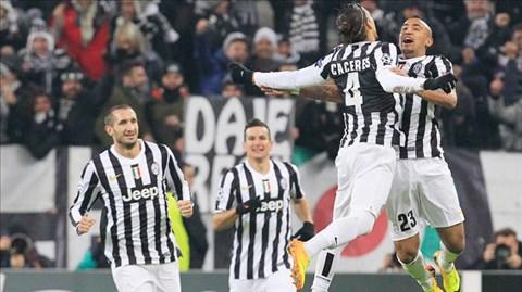 Juve độc chiếm ngôi đầu với 5 điểm nhiều hơn Roma