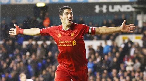 Luis Suarez đã ghi 10 bàn trong 1 tháng qua để đưa Liverpool lên tạm chiếm ngôi đầu
