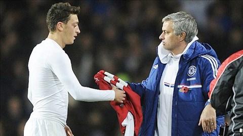 Cách tốt nhất để Oezil chứng tỏ Mourinho đúng là đánh bại đội bóng của Mourrinho