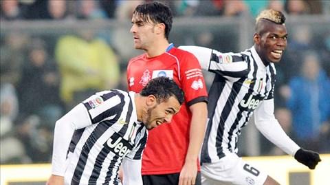 Thắng 4-1 trên sân Atalanta (áo đỏ), Juve vững vàng tại ngôi đầu với 46 điểm