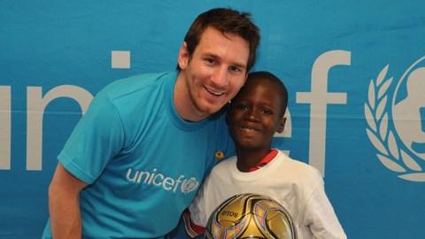 Messi đại diện cho UNICEF trong một lần đến viếng thăm châu Phi