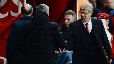 Wenger chỉ trích Mourinho