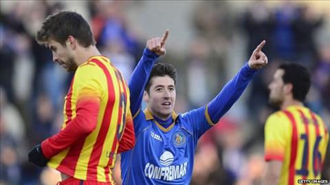 Hàng thủ đang là tử huyệt của Barca