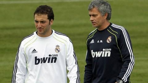 Higuain và Mourinho khi còn làm việc chung ở Real