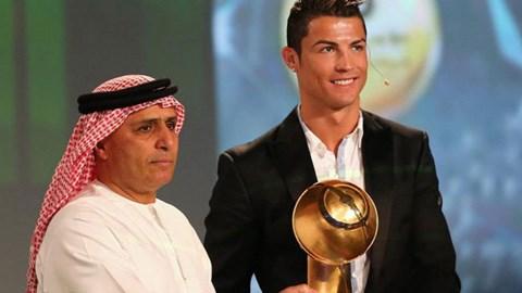 Ronaldo nhận giải thưởng Cầu thủ xuất sắc nhất thế giới 2013 của Globe Soccer