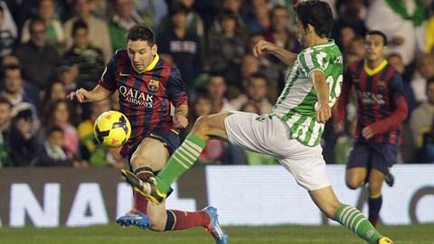 Lionel Messi (trái) sẽ trở lại vào tháng 1