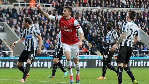 Giroud ghi bàn mang về 3 điểm quý giá cho Pháo thủ