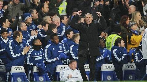 HLV Jose Mourinho đã để lại dấu ấn đậm nét trong chiến thắng trước Liverpool