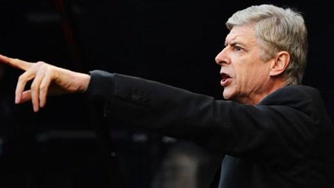 HLV Wenger đang dần trở thành người thực dụng