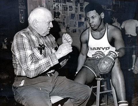 hoitre Tự truyện sự thật không tranh cãi của Mike Tyson: Những trận đánh đầu tiên của vua knock out
