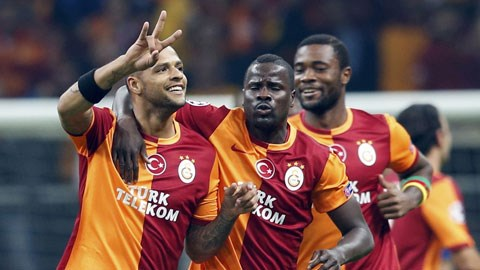 Melo (trái) đang chơi rất tốt ở vị trí tiền vệ phòng ngự của Galatasaray