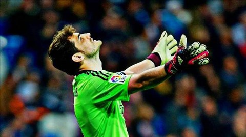 Casillas chỉ chịu thủng lưới sau quả vô-lê tuyệt đẹp của Huntelaar