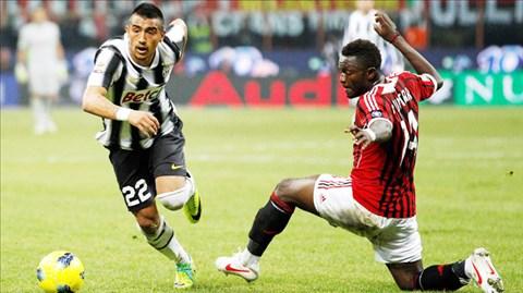 Việc cả Vidal (trái) và Muntari phải vắng mặt quả thực rất đáng tiếc cho đại chiến Milan-Juve