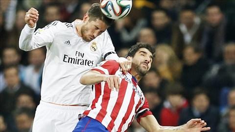 Real (áo trắng) chính là đội đã đẩy Atletico vào khủng hoảng thời gian qua