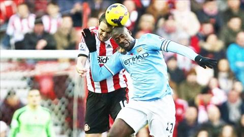 Man City (phải) hiện được đánh giá cao hơn hẳn Sunderland