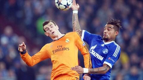 Dù rất nỗ lực nhưng Schalke (phải) vẫn không thể che lấp nổi những điểm yếu trước Real Madrid