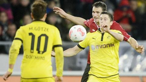 21h30 ngày 22/3, Hannover vs Dortmund: Làm khách lại...